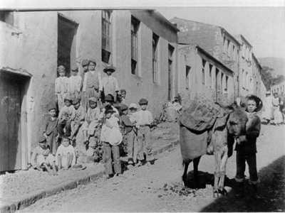 Photograph of The Moon building (children on the steps) taken c1902 during the Boer War period by Rev. Tom Aitken, Baptist Minister